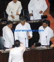 DM Jayaratne congratulating General Fonseka