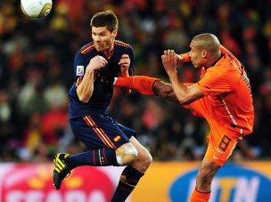 De-Jong-Alonso-Foul-Holland-Spain-World-Cup-F_2476492