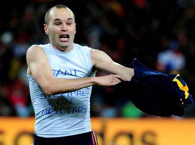 Iniesta-Holland-Spain-World-Cup-2010-Final_2476529