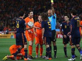 Puyol-Yellow-Card-Holland-Spain-World-Cup-Fin_2476486