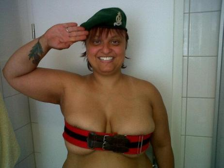 Support Prince Harry with a naked salute (27)
