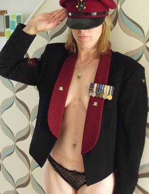 Support Prince Harry with a naked salute (33)