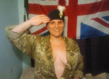 Support Prince Harry with a naked salute (34)