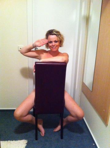 Support Prince Harry with a naked salute (41)