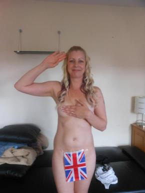 Support Prince Harry with a naked salute (7)