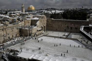 Snow falls on Egypt Pyramids (7)